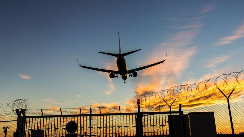 Общество: Россия продлила ограничение авиасообщения с Великобританией до 16 марта
