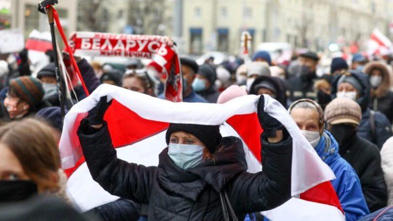 Общество: Британия и Канада осудили рейды против правозащитников и журналистов в Беларуси