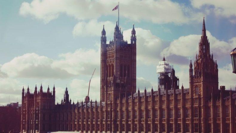 """Общество: Лондон профинансировал поддержку """"крымских"""" административных структур Украины"""
