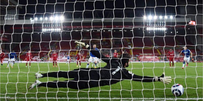 Общество: Английская Премьер-лига. Ливерпуль проиграл четвертый матч подряд, Челси прервал победную серию — видео
