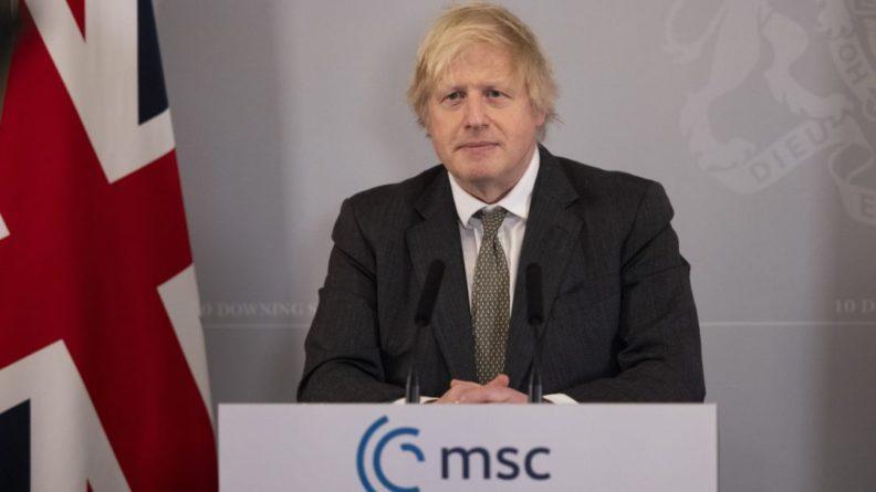 Общество: Джонсон назвал четыре условия для отмены коронавирусных мер в Британии