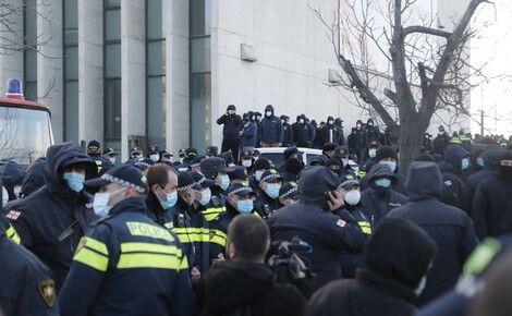 Общество: Посол Великобритании в Грузии заявил, что шокирован последними событиями в Тбилиси, связанными с задержанием Мелии