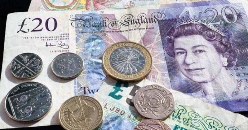 Общество: Таинственный раздатчик денег по почте озадачил полицию Великобритании