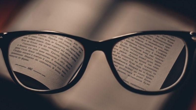 Общество: Жительница Великобритании по ошибке уменьшила грудь вместо замены линз в очках