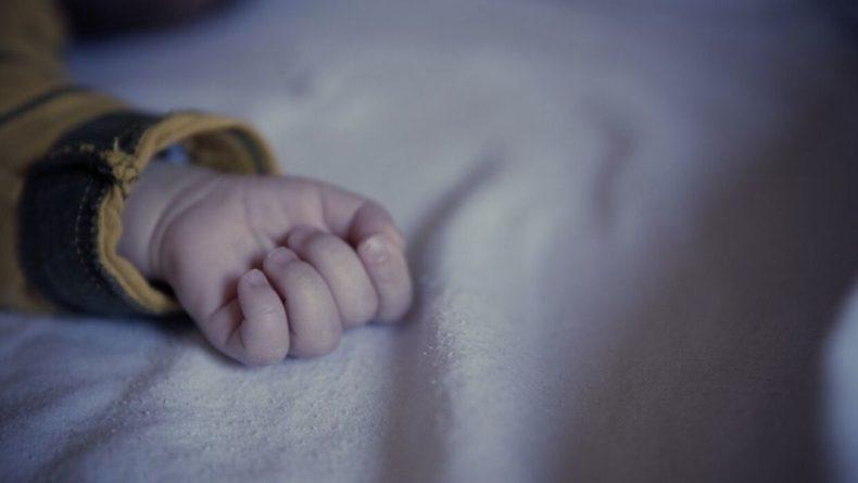 Общество: Британка не заметила беременность и родила сына на парковке магазина