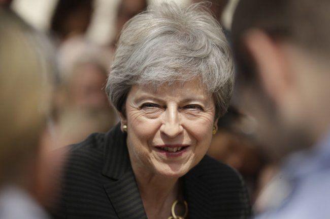 Общество: Экс-премьер Британии Тереза Мэй сделала прививку от COVID-19