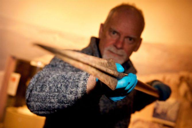 Общество: В Британии обнаружили наконечник копья, которому 3 тыс. лет - это настоящая редкость: фото
