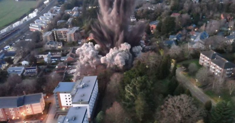 Общество: Контролируемый подрыв тысячекилограммовой бомбы в Великобритании привел к повреждению домов