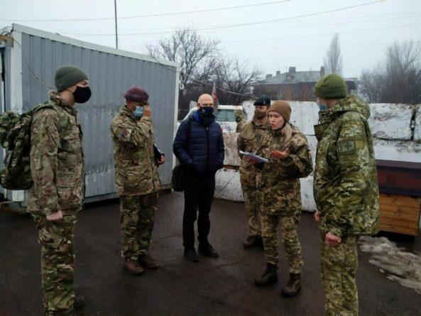 Общество: Делегация Вооруженных сил Великобритании побывала в зоне проведения ООС