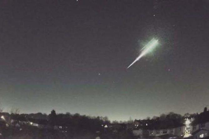 Общество: В Великобритании упал редчайший метеорит, который осветил ночное небо
