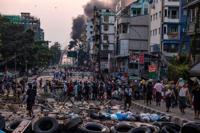 Общество: В Англии, Германии – протесты, в Мьянме убили 7-летнюю девочку