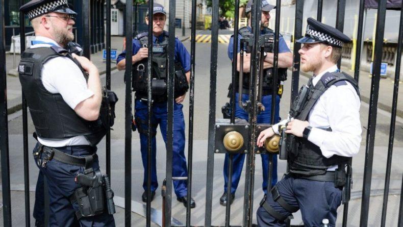 """Общество: Экс-полицейский из Лондона проникся неонацизмом после """"восточной любви"""""""
