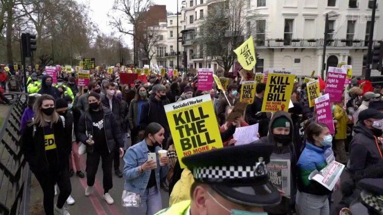 Общество: Практически по всей Британии проходят акции протеста
