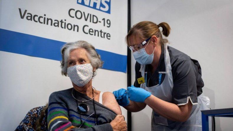 Общество: В Великобритании уже 5 миллионов человек получили вторую дозу вакцины против коронавируса