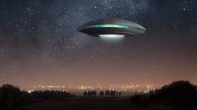 Общество: Пенсионерка из Британии показала «сына» от инопланетянина — видео