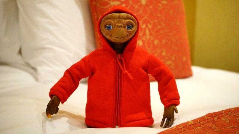 Общество: Старушка из Британии заявила о рождении инопланетянина после похищения НЛО