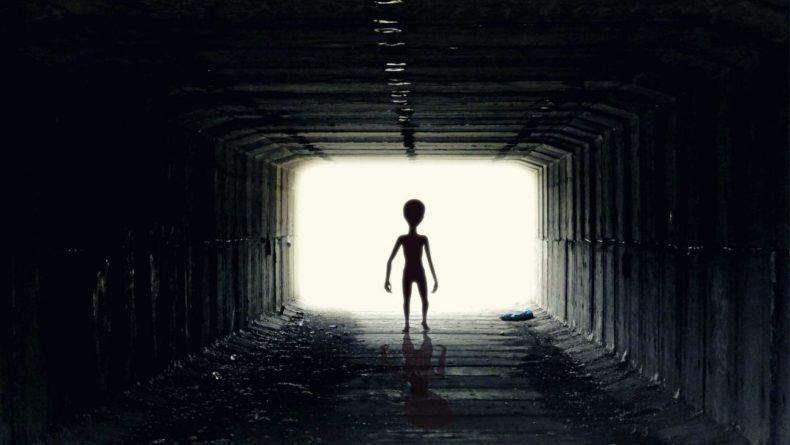 """Общество: Пенсионерка из Великобритании родила ребёнка после """"похищения инопланетянами"""""""