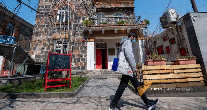Общество: Женгялов хац и война: как армянка из Лондона открыла благотворительный ресторан в Ереване