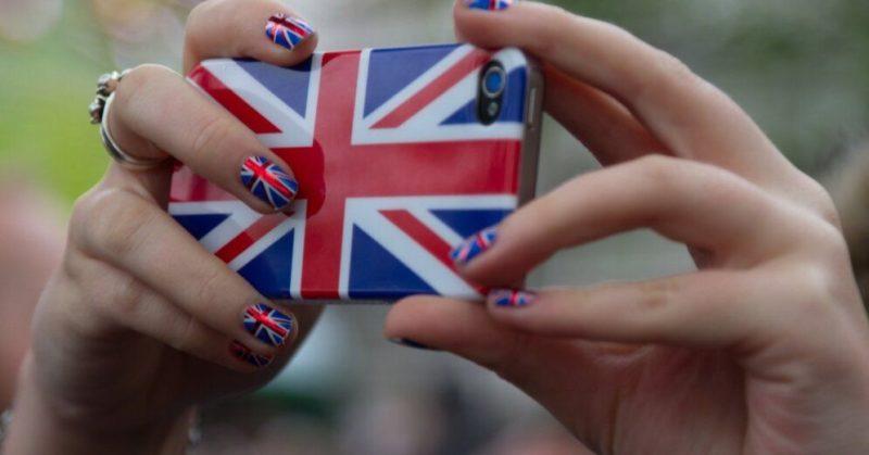 Общество: Через неделю в Англии снова откроются пабы, магазины и парикмахерские
