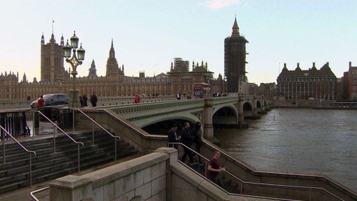 """Общество: Новости на """"России 24"""". Великобритания собирается выходить из локдауна: почему рады не все"""
