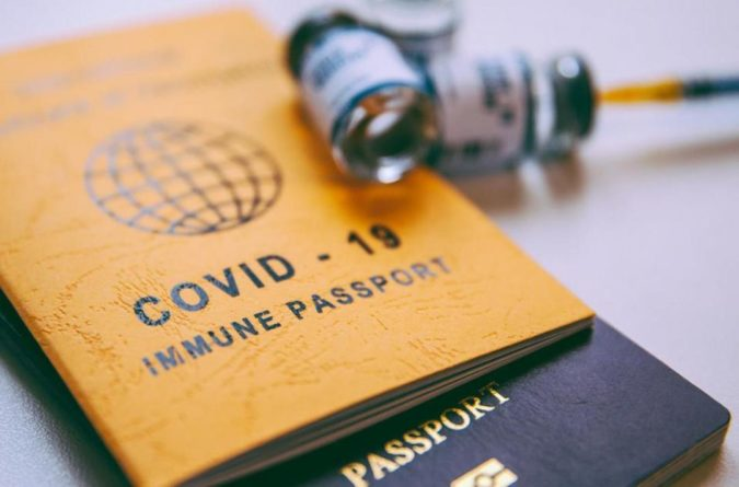 Общество: Джонсон может навязать «ковид-паспорта»