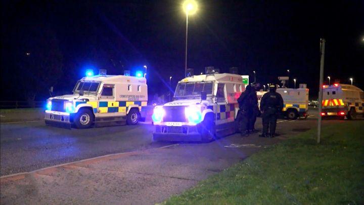 Общество: Вести в 20:00. МВД Великобритании перебросило пять рот спецназа в Северную Ирландию