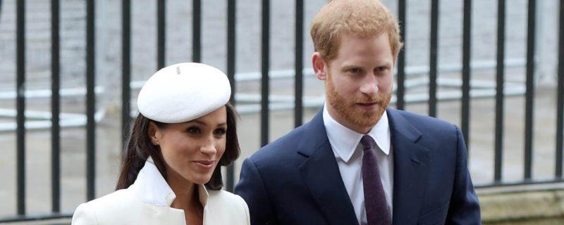 Общество: Принц Гарри требует от королевской семьи Британии извинений перед Меган Маркл