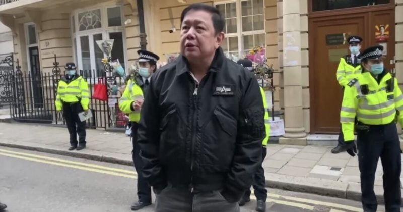 Общество: Ночевал в машине: критиковавшего хунту посла Мьянмы выгнали из посольства в Лондоне
