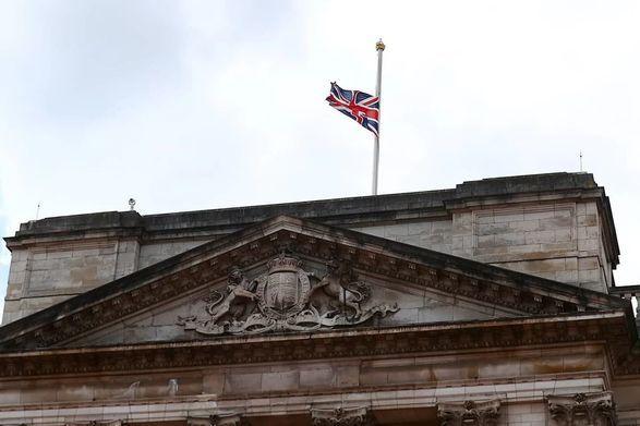 Общество: Великобритания объявила общенациональный траур по поводу смерти принца Филиппа