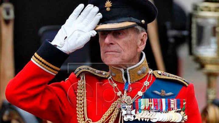 Общество: Футбольные клубы Англии скорбят о принце Филиппе