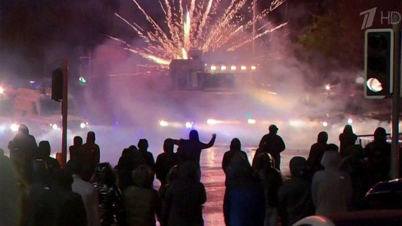 Общество: В Белфасте уличные беспорядки устроили радикалы, недовольные условиями Brexit