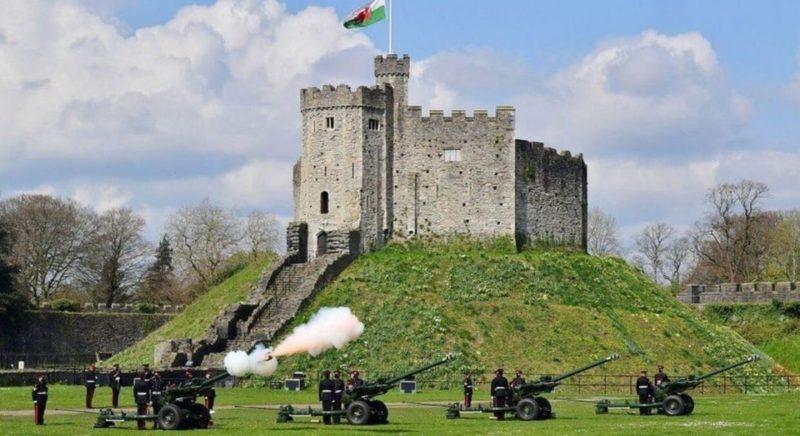 Общество: Великобритания почтила память принца Филиппа военными салютами: фото