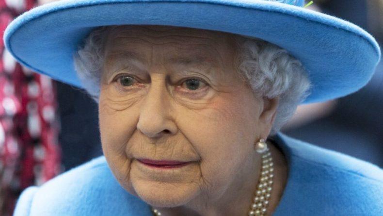 Общество: Королева Великобритании трогательно почтила память мужа