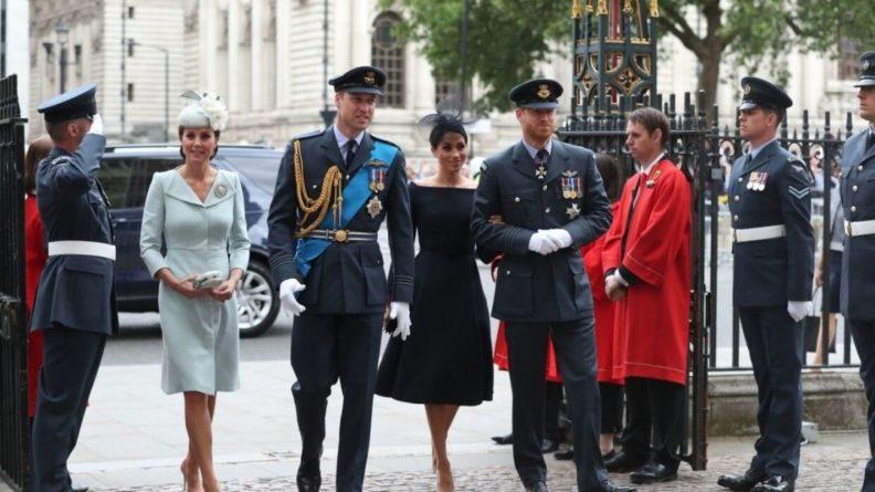 Общество: Внук Елизаветы II вернулся в Великобританию после смерти принца Филиппа