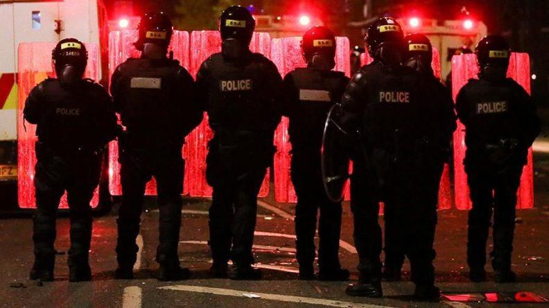 Общество: Британия послала в Белфаст военных и разведку для борьбы с беспорядками