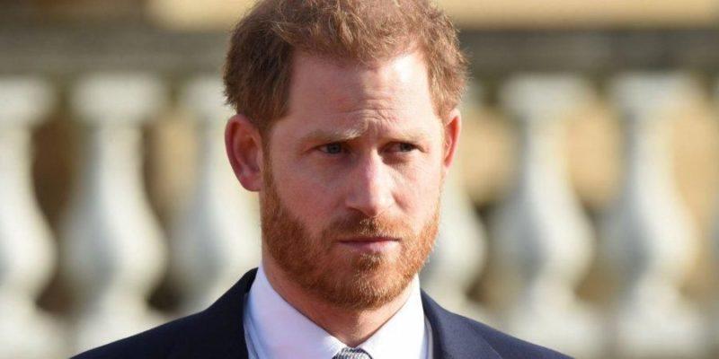Общество: Принц Гарри прилетел в Лондон на похороны принца Филиппа — Sun
