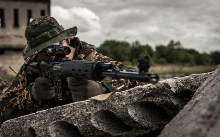 Общество: В Великобритании военным запретили называть друг друга «парнями» и «мужиками»