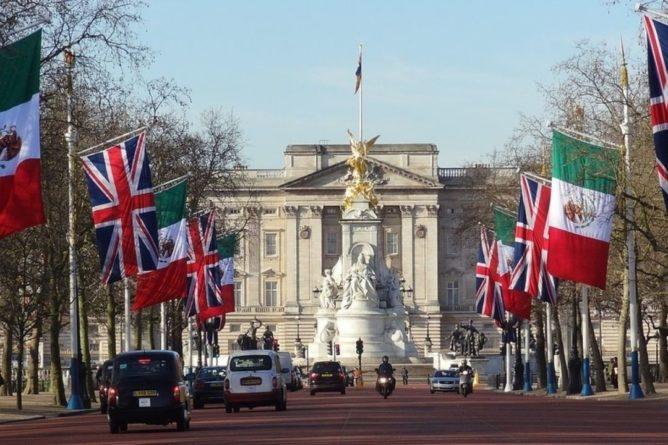 Общество: Близ Букингемского дворца в Лондоне задержали человека с топором