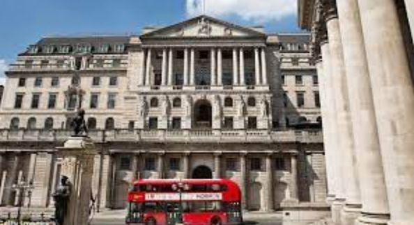 Общество: Банк Англии стал крупнейшим держателем государственных ценных бумаг