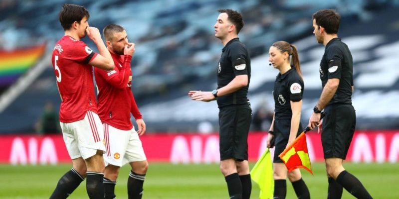 Общество: Из-за оголенных ног помощницы судьи. В Иране более 100 раз прерывали трансляцию матча между Тоттенхэмом и Манчестер Юнайтед — фото