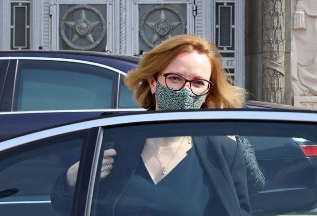 Общество: Посол Великобритании молча уехала из здания российского МИД