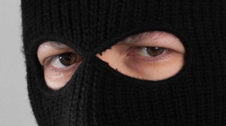 Общество: Вооруженные налетчики ограбили дом защитника сборной Англии Смоллинга