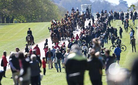 Общество: По всей Великобритании была объявлена минута молчания в память о принце Филиппе