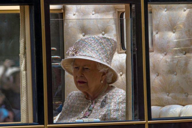 Общество: В Лондоне хоронят принца Филиппа. Вдовствующая королева сидит одна