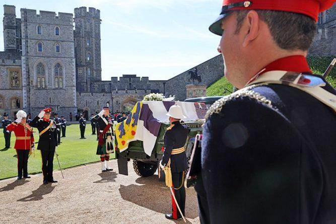 Общество: В Британии прошли скромные похороны принца Филиппа