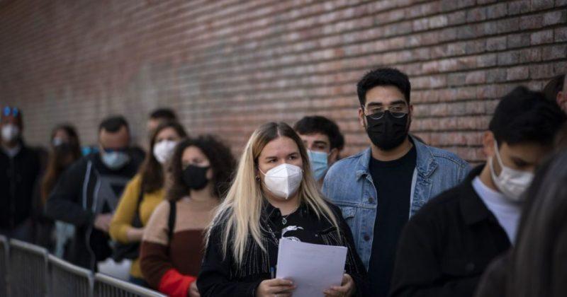 Общество: COVID-эксперимент: пять тысяч людей без масок и дистанции оторвутся на концерте в Англии