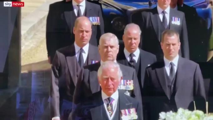 Общество: В Великобритании состоялись похороны принца Филиппа