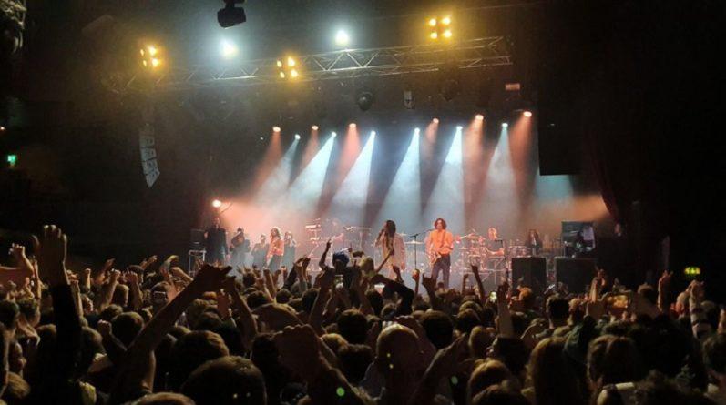 Общество: Без масок и соблюдения дистанции: власти Британии сами зовут людей на массовый концерт
