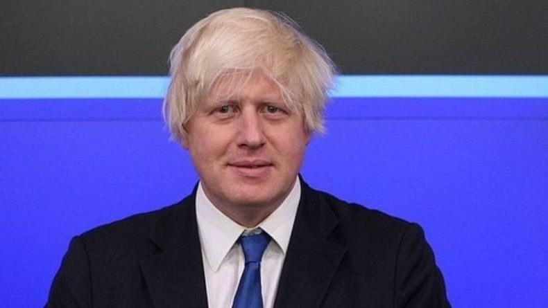 Общество: Премьер Великобритании выпил первый бокал пива после ослабления локдауна