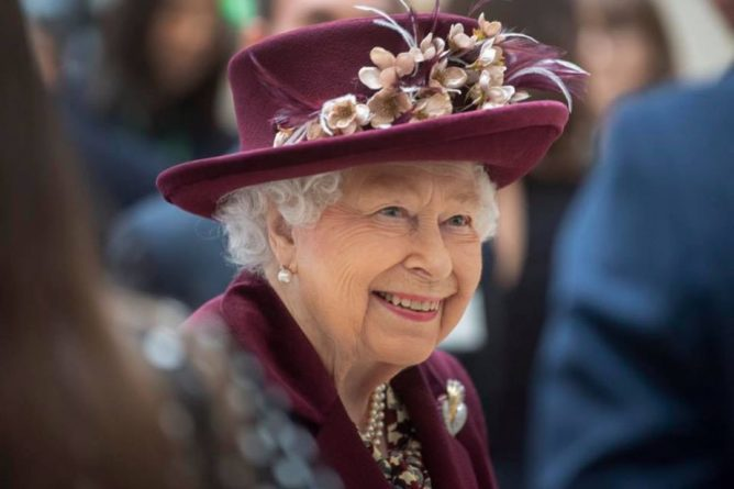 Общество: Королева Великобритании Елизавета II отмечает 95-летие в трауре